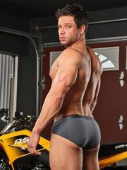 Sexy guy - Tyler Black